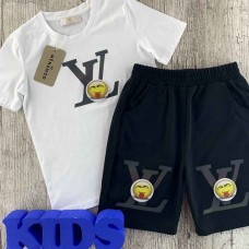 Комплект (футболка,шорты) для мальчика молочного оттенка