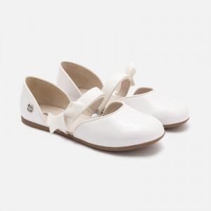 Балетки - туфли для девочки Mayoral молочного оттенка