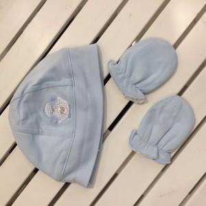 Комплект для новорожденного ( шапочка+ варежки) Mayoral голубой оттенок